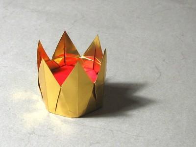 Остроконечная корона из бумаги
